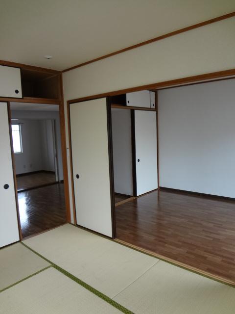 ジュネス浅間台 303号室の居室