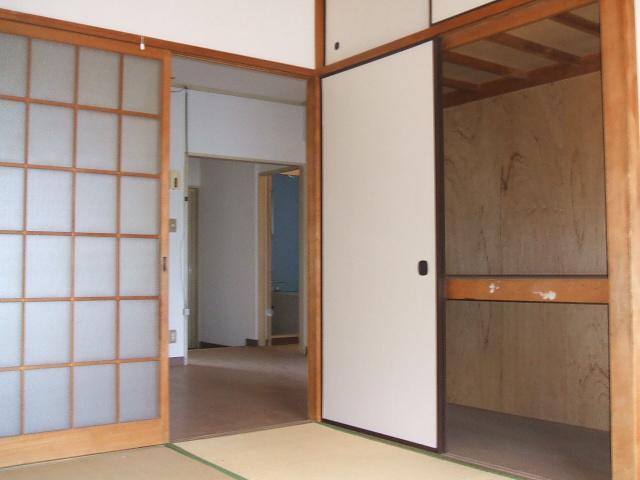 都築ハイツ 302号室の収納