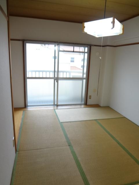 都築ハイツ 304号室のリビング