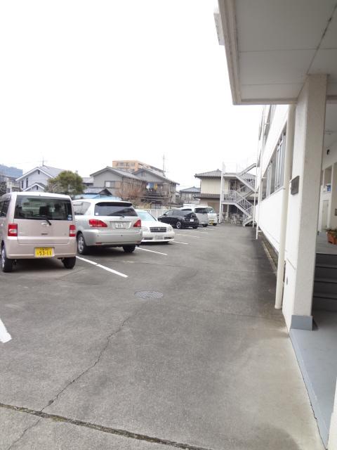 都築ハイツ 304号室の駐車場