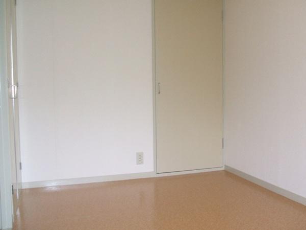 グリーンハイツ関根 301号室のリビング