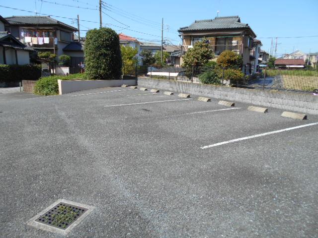 リヴィエール 302号室の駐車場