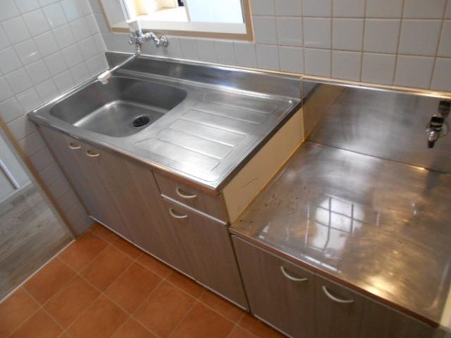 リヴィエール 302号室のキッチン