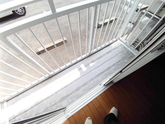 ワンルームS-3 204号室のバルコニー