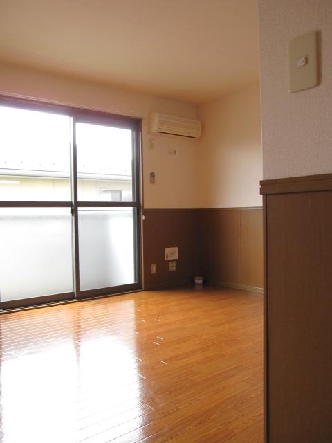 レイヴ・スペースA 202号室の居室