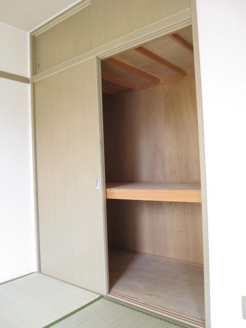 ドエリングA 102号室の収納