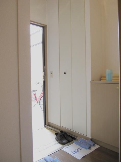 ドエリングA 102号室の玄関