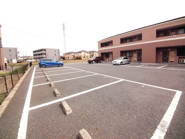 スーパーチェリー 202号室の駐車場