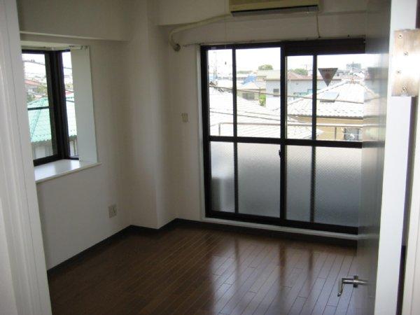 北上尾藤沢マンション 101号室のリビング