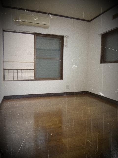 ラポーレ上尾 203号室のリビング