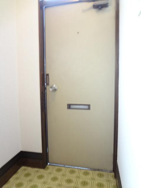 ラポーレ上尾 203号室の玄関