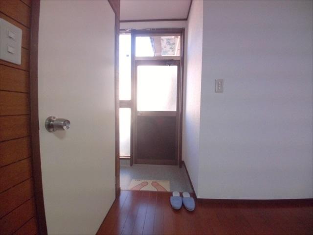 コーポエム 201号室の玄関