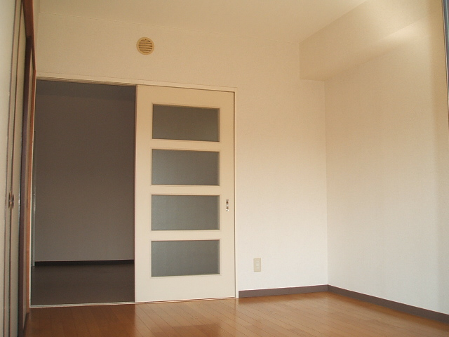 コトブキマンション 104号室のリビング