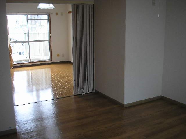 ガーデンハイツ愛宕 303号室のリビング