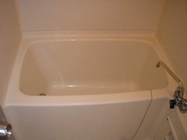 ガーデンハイツ愛宕 303号室の風呂