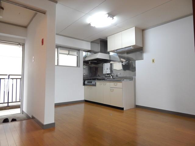 小川第一ビル 201号室のリビング