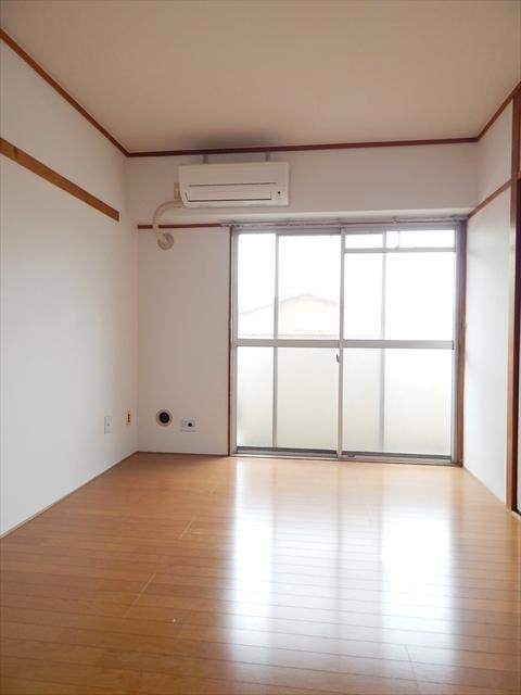 小川第一ビル 203号室のリビング