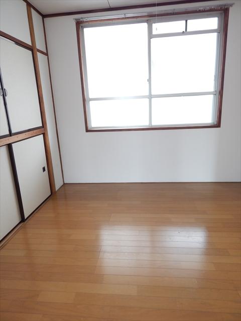 小川第2マンション 301号室の居室