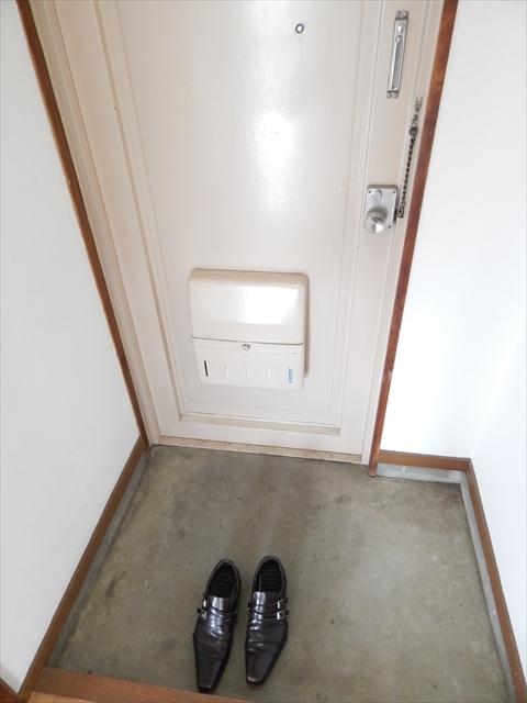 小川第2マンション 301号室の玄関