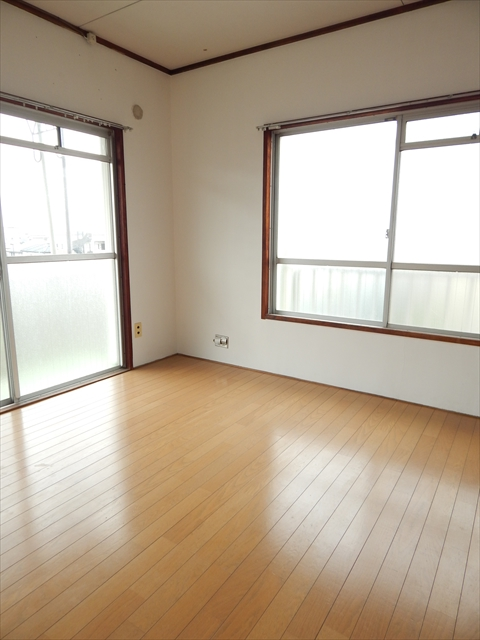 小川第2マンション 301号室のリビング