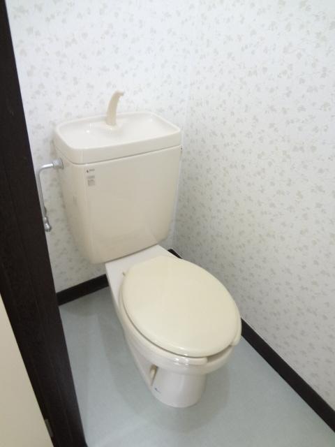 岡野マンション B-102号室のトイレ