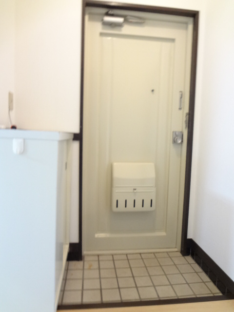岡野マンション B-102号室の玄関