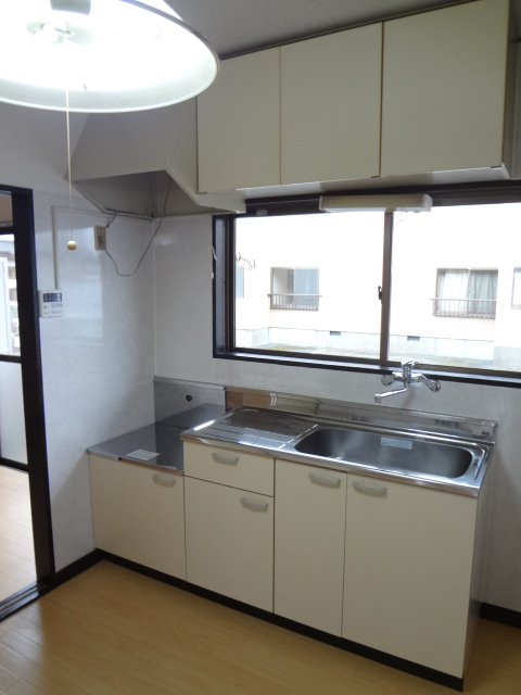 岡野マンション B-102号室のキッチン