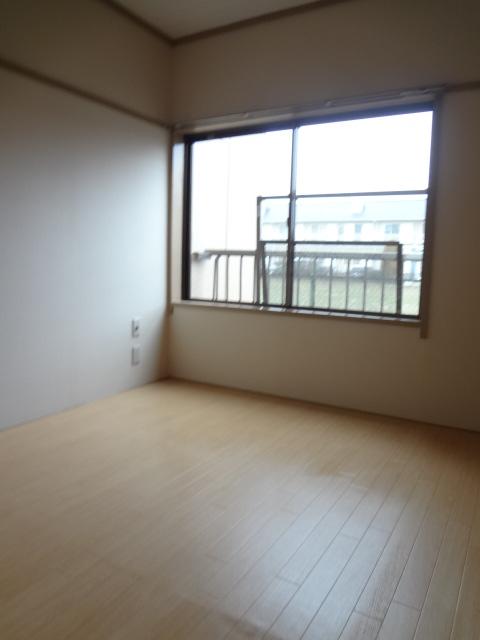 岡野マンション B-102号室の居室