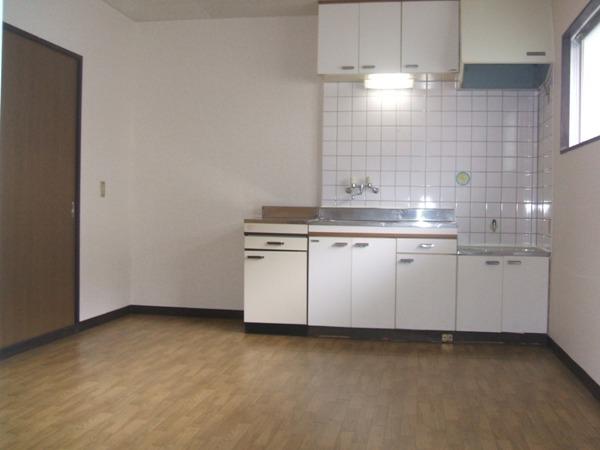 レイクヒル A 105号室のキッチン