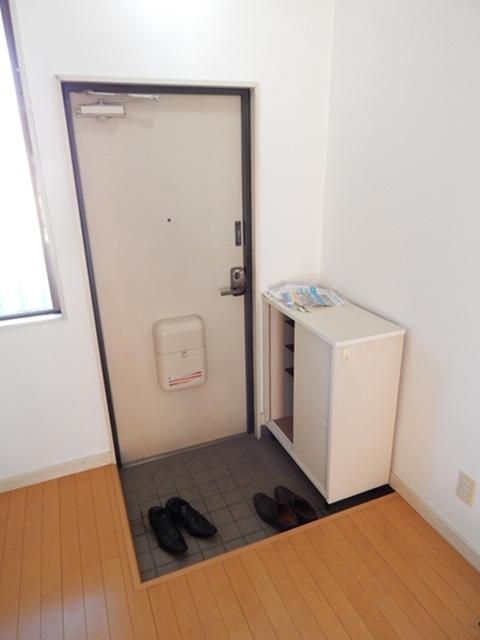オリーブマンション 203号室の玄関