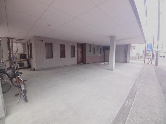 寺山マンション 303号室の駐車場