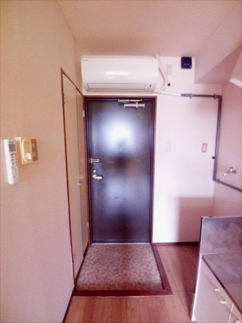 寺山マンション 303号室の玄関
