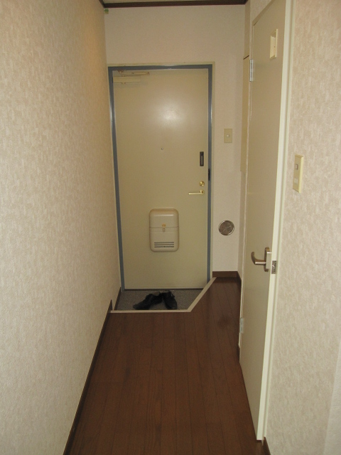 アーバンST 403号室の玄関