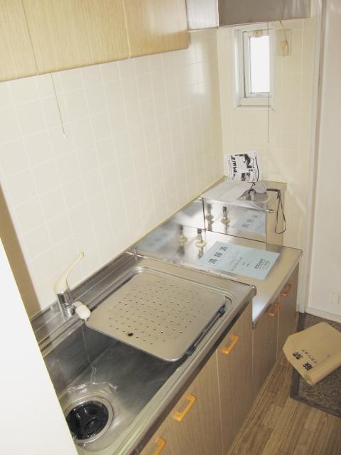 ロイヤルコーポ幸 A 201号室のキッチン