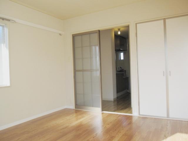 ロイヤルコーポ幸 A 201号室の居室
