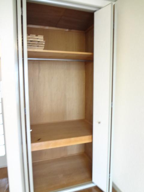 リトルリバーハイツ 202号室の収納