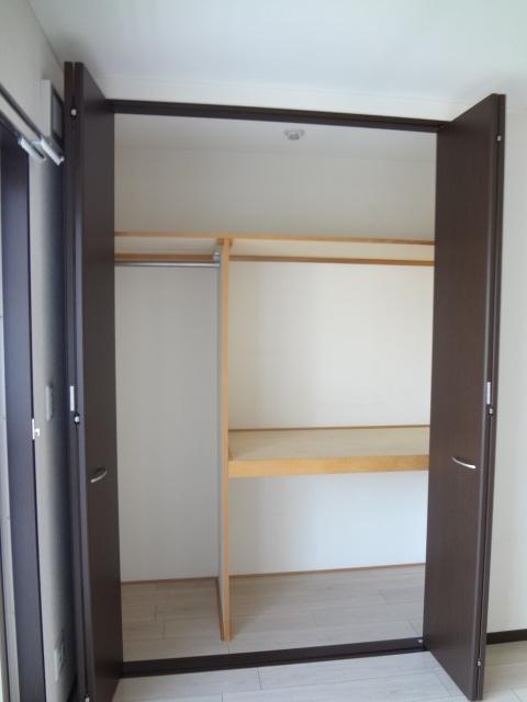 フローラ 301号室の収納