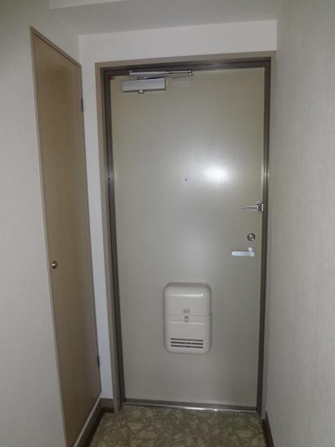 ロンドモンターニュ 601号室の玄関