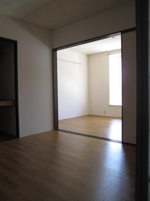 グリーンピア上野C 202号室の居室