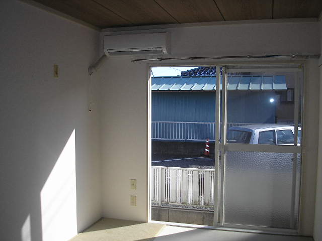 グランドハイツ光 B-101号室のリビング