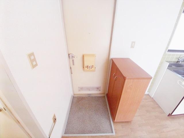 第一あかねコーポ 201号室の玄関