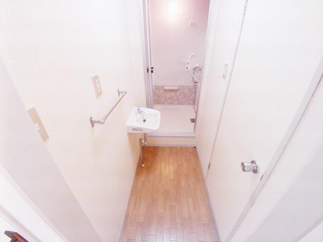 第一あかねコーポ 201号室の洗面所