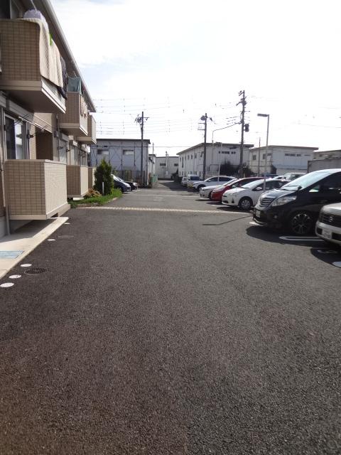 グランコート富士 102号室の駐車場