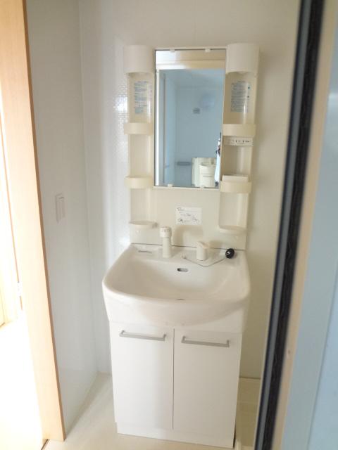 グランコート富士 102号室の洗面所