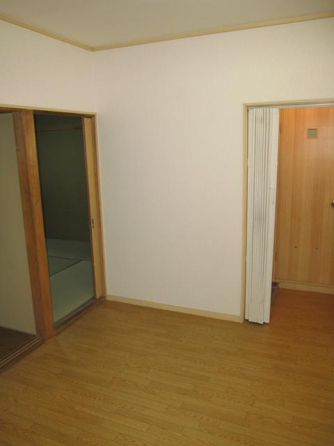 片柳ハイツ 102号室のリビング