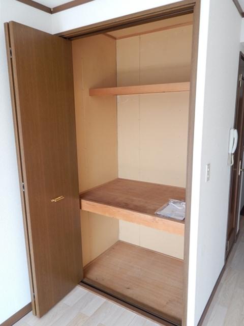 リーフビルド 303号室の収納