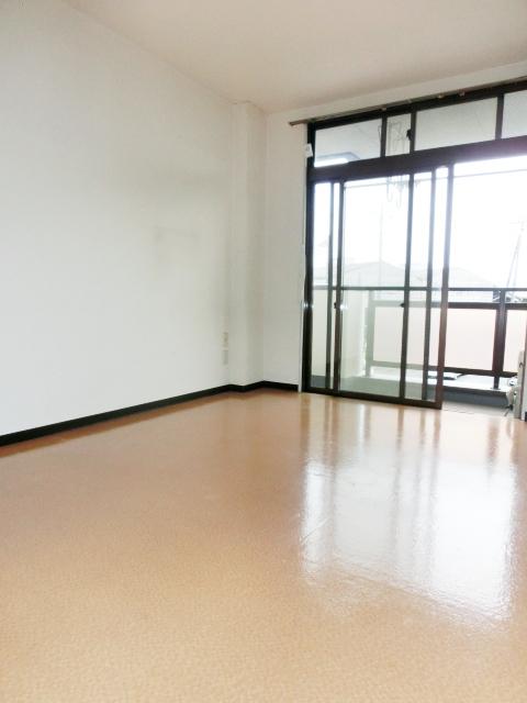 パレスグリーンフォレスト 303号室の居室