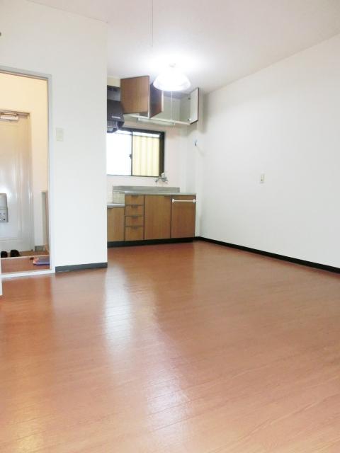 パレスグリーンフォレスト 303号室のリビング