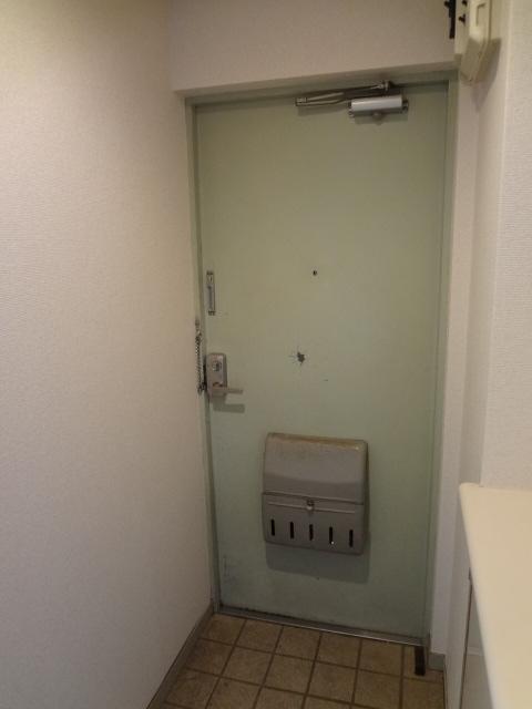 エータイマンション 103号室の玄関