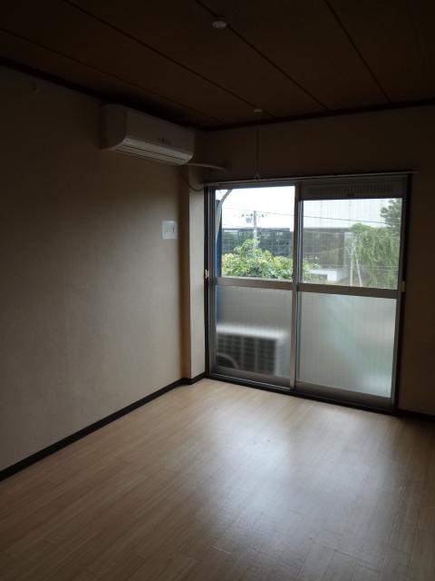 マンション新井 302号室のリビング